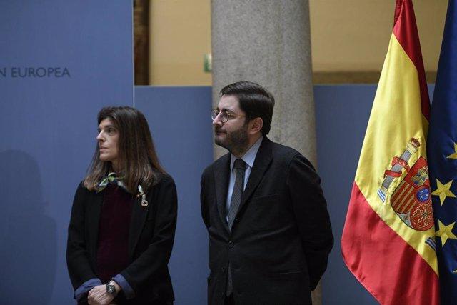 La nueva secretaria de Estado de Cooperación Internacional, Ángeles Moreno Bau; y el nuevo secretario de Estado de la España Global, Manuel Muñiz, en la toma de posesión de los secretarios de Estado en el Palacio de Santa Cruz el 7 de febrero de 2020.