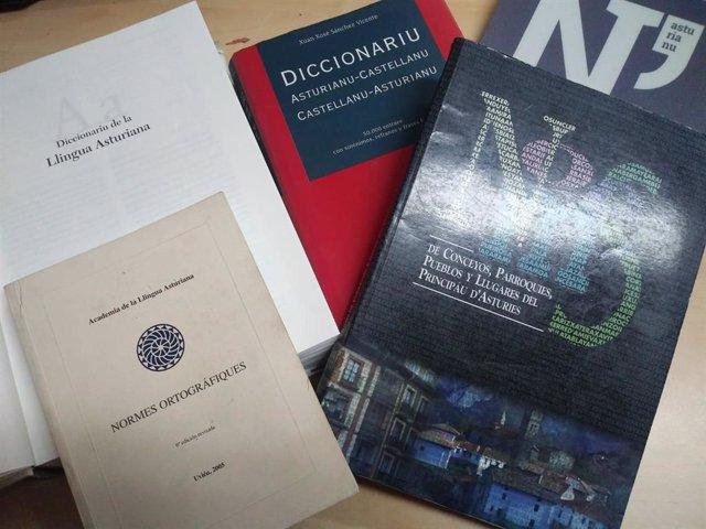 Testos normativos de llingua asturiana.