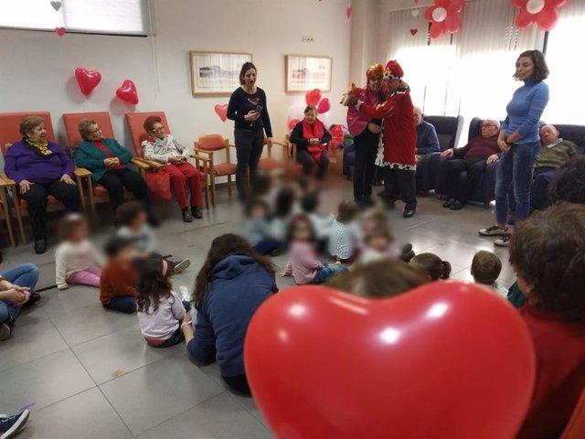 Actividad de mayores y niños