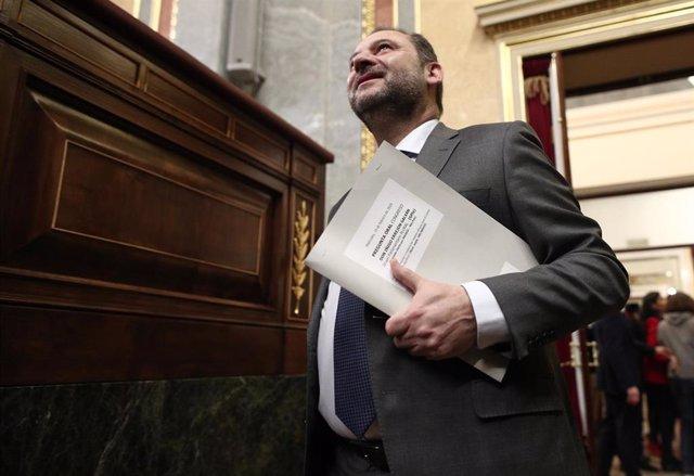 El ministro de Transportes, Movilidad y Agenda Urbana, José Luis Ábalos, a su llegada a una sesión de control al Gobierno en el Congreso de los Diputados, Madrid (España), a 19 de febrero de 2020.