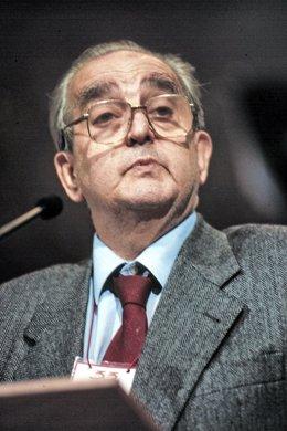 Foto d'Arxiu: L'exministre d'Afers Exteriors, Fernando Morán,  juny del 1999.