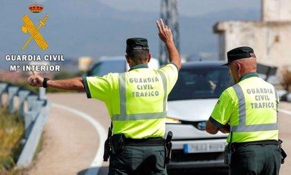 Sucesos.- Reabierto el carril de la A-4 cortado varias horas por el vuelco mortal de un camión en Écija