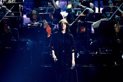 Billie Eilish abruma en los BRITs cantando a James Bond junto a Hans Zimmer, Johnny Marr y Finneas