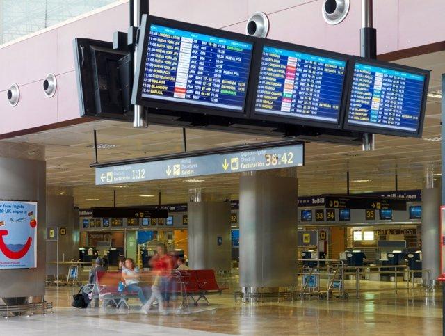 Los aeropuertos de Canarias, entre los que más descendieron su tráfico diario en septiembre