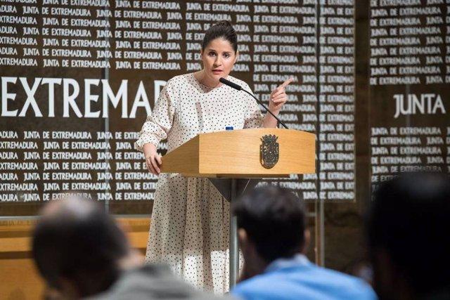 Isabel Gil Rosiña, en la rueda de prensa tras el Consejo de Gobierno.