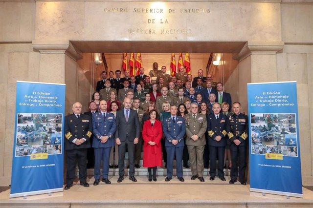 La ministra de Defensa preside el homenaje al trabajo diario-entrega-compromiso