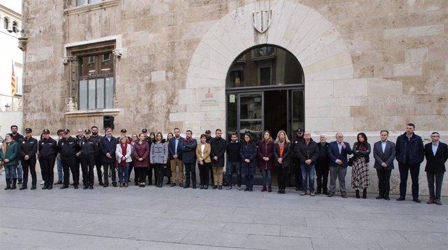 Concentración ante el Palau de la Generalitat por el asesinato machista de Moraira
