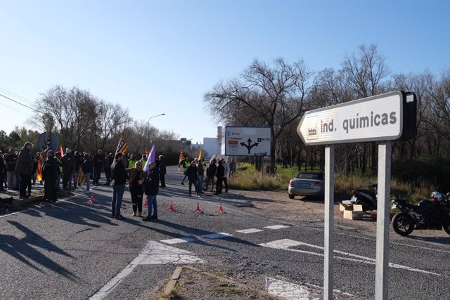 Treballadors del sector petroquímic a Tarragona durant la vaga, convocada per UGT i CCOO.