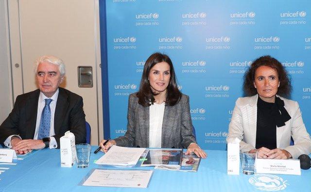 Su Majestad la Reina Letizia junto al presidente de UNICEF Comité Español, Gustavo Suárez y la directora de Marketing y Captación de Fondos, Marta Montiel
