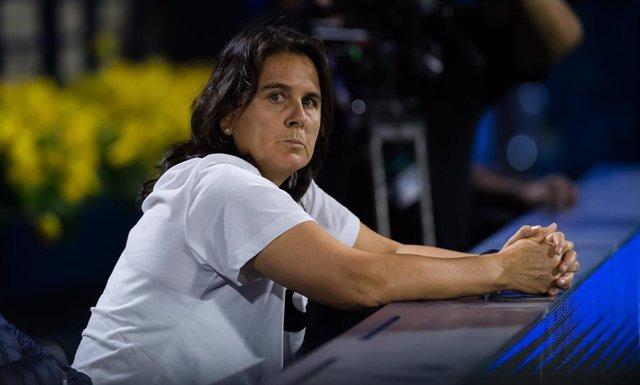 Conchita Martínez mira un partido de Garbiñe Muguruza