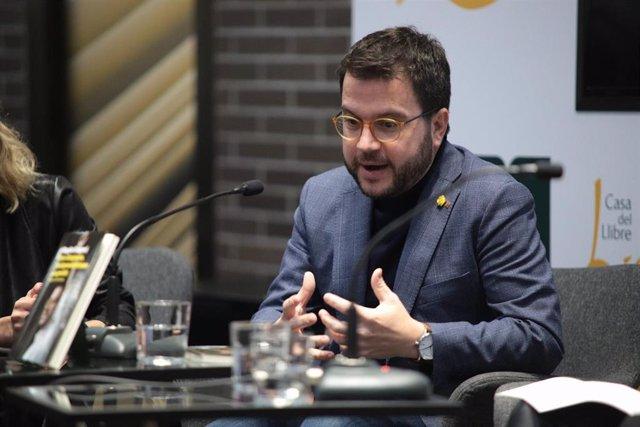 El vicepresidente del Govern, Pere Aragonès, en la presentación del libro 'Pere Aragonès, l'independentisme pragmàtic' (Pòrtic) de la periodista Magda Gregori, el 19 de febrero de 2020.
