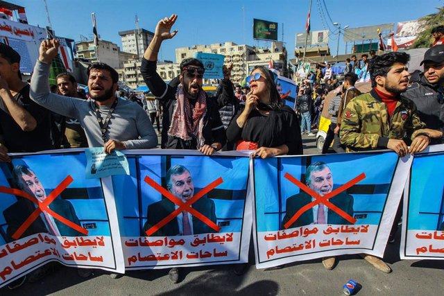 Manifestación en Bagdad contra el nombramiento de Mohamed Allaui como primer ministro designado de Irak