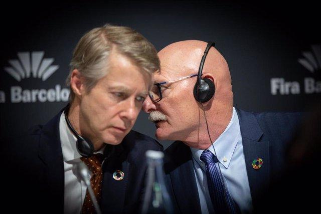 El director general de GSM Association, Mats Granryd (i)y el consejero delegado de GSMA, John Hoffman (archivo)