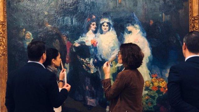 El recorrido de la muestra recoge una serie de obras pictóricas y escenarios de los siglos XIX y XX en donde el olfato y la historia son los verdaderos protagonistas a través de perfumes creados, exprofeso, e inspirados en cada uno de los cuadros.