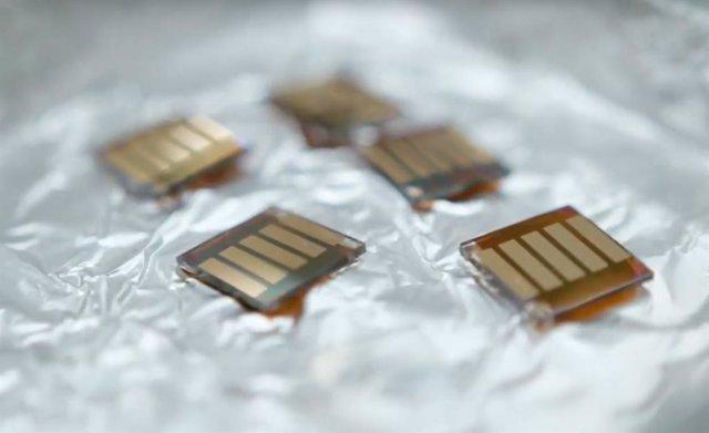 Un Equipo De La Universidad De Queensland Ha Desarrollado Células Solares De Puntos Cuánticos Que Pueden Convertirse En Películas Delgadas Y Flexibles Y Usarse Para Generar Electricidad Incluso En Condiciones De Poca Luz.