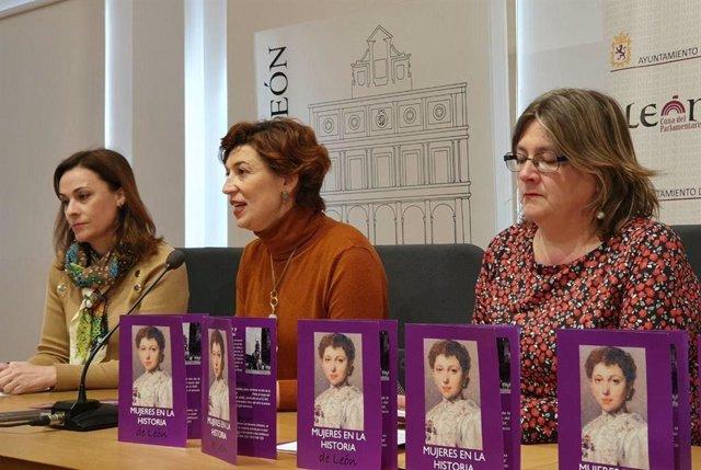 La concejal de Acción y Promoción Económica, Susana Travesí, y la de Igualdad, Argelia Cabado presentan las rutas teatralizadas para conmemorar el 8M junto a la directora de Turismo León, Patricia Arold.