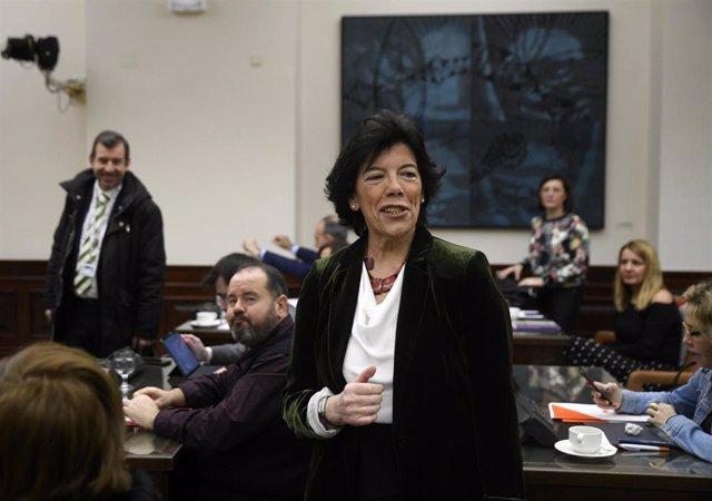 La ministra de Educación y Formación Profesional, Isabel Celaá, en la Comisión de Educación y FP del Congreso