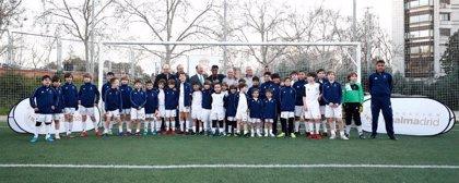 Fútbol.- Vinicius visita a los alumnos de la escuela sociodeportiva de fútbol de la Fundación Real Madrid en Canal