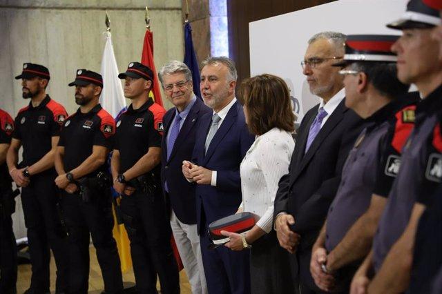 El presidente del Gobierno de Canarias, Ángel Víctor Torres, preside el acto de reconocimiento al dispositivo de salud y seguridad del coronavirus