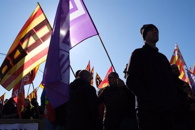 Treballadors del sector petroquímic a Tarragona durant la vaga que van convocar la UGT i CCOO als polígons petroquímics del nord i sud després de l'accident a Iqoxe, Tarragona (Espanya), 19 de febrer del 2020.