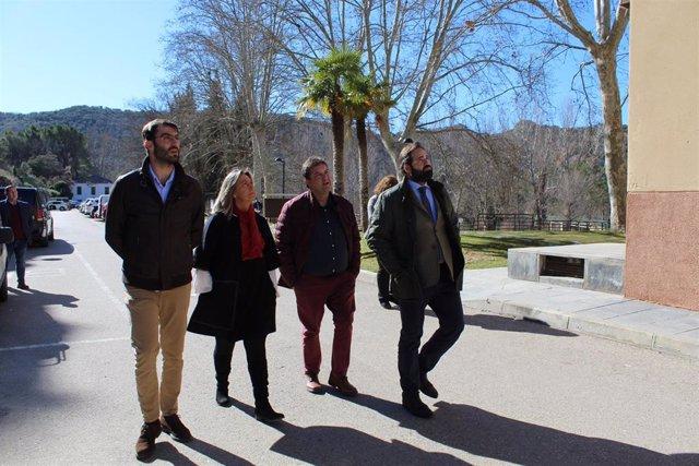 El presidente del PP de Castilla-La Mancha, Paco Núñez, visita la localidad guadalajareña de Trillo