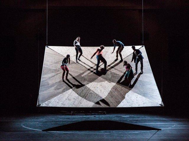Yoann Bourgeois presenta 'Celui qui tombe' en el Teatro Central