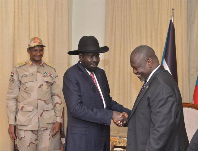 Salva Kiir y Riek Machar se reúnen en presencia de Mohamed Hamdan Dagalo