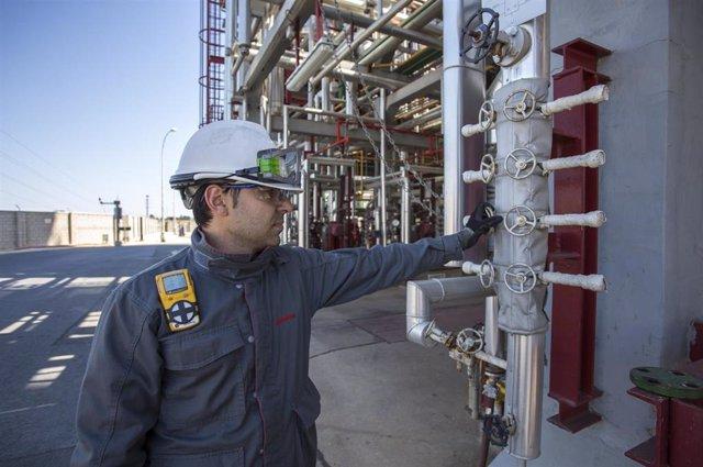 Las plantas químicas de Cepsa en San Roque (Cádiz) y Palos (Huelva) cumplen un año sin accidentes con baja