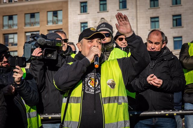 Tito Álvarez, el fundador d'Élite Taxi (el sindicat majoritari de taxistes de Barcelona) intervé en l'assemblea de taxistes que s'ha organitzat al Passeig de Gràcia de Barcelona (davant de l'hotel Iberostar).