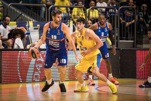 San Emeterio en el Maccabi - Valencia Basket