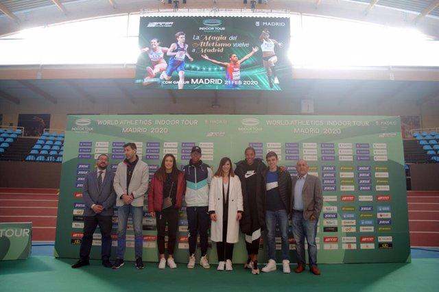 Foto de familia de la presentación del Meeting Villa de Madrid 2020
