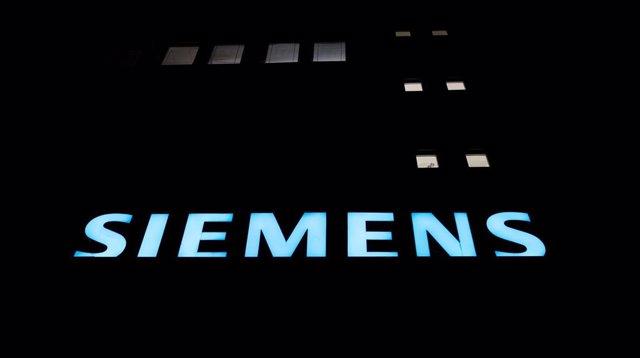 Logo de Siemens en una fábrica del grupo en Alemania