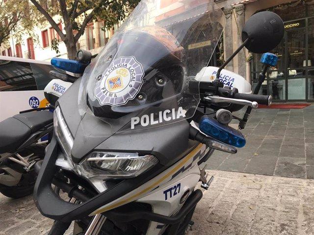 Una moto de la Policía Local de Palma.