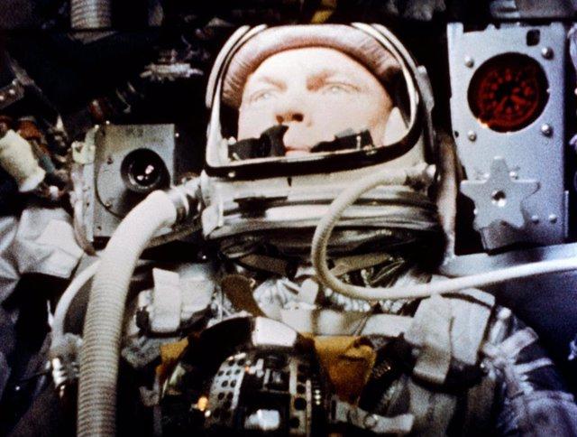 John Glenn durante el primer vuelo orbital de Estados Unidos