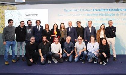 Navarra y otras cinco CCAA entregan el Premio a la Promoción de la Realidad Plurilingue a la artista Guadi Galego