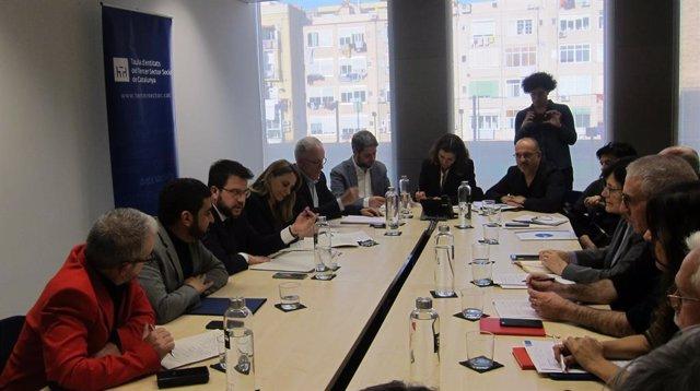 El vicepresident Pere Aragonès i el conseller Chakir  el Homrani es reuneixen amb la Taula del Tercer Sector