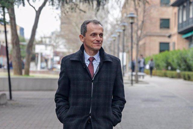 El ministro de Ciencia e Innovación, Pedro Duque, a su llegada a la inauguración del seminario sobre Tecnologías Disruptivas, en la Residencia de Estudiantes de Madrid (España), el 17 de febrero.