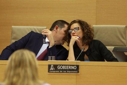 """Montero reivindica la """"soberanía fiscal"""" de Europa y no ve amenaza en la advertencia de Estados Unidos"""