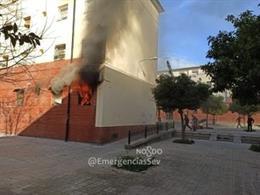 Incendio en un bloque de la calle Petrarca de Sevilla