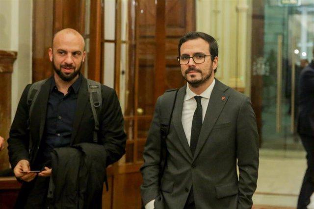 El ministro de Consumo Alberto Garzón abandona la sesión Plenaria en el Congreso de los Diputados el 11 de febrero de 2020.