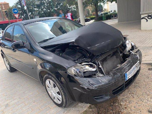 El turismo del conductor detenido tras atropellar a una anciana y colisionar con otro vehículo y lesionar a un bebé de un mes y a dos adultos.