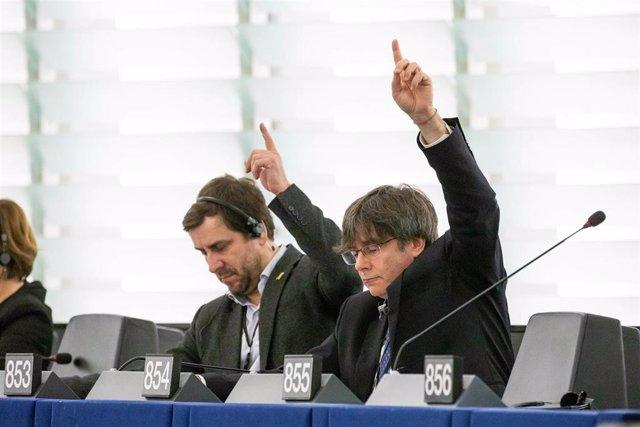 Puigdemont retiró solicitud para entrar en Los Verdes/ALE horas antes de una votación que hubiese perdido