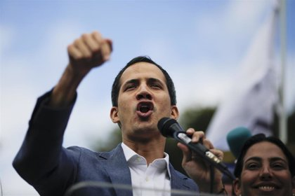 Venezuela.- Guaidó reta a Maduro a conseguir su número de teléfono y a cambio le promete buscar un país que le reciba