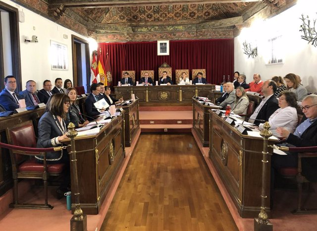 El Pleno de la Diputación de Valladolid subraya su apoyo a los agricultores y ga
