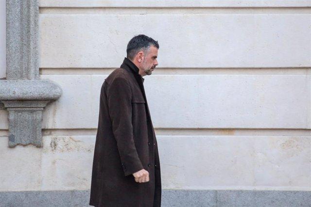 L'exconseller de Territori i Sostenibilitat, Cultura i Empresa i Coneixement de la Generalitat Santi Vila a la sortida del Tribunal Suprem en el tercer dia del judici del procés