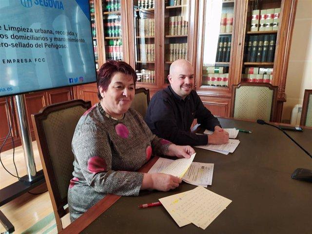 La alcaldesa, Clara Luquero, junyo al concejal de Medio Ambiente, Ángel Galindo.