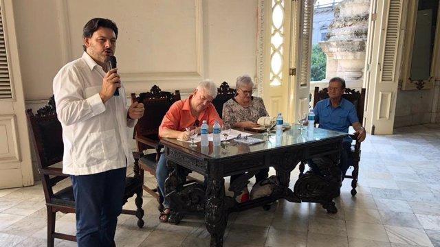 El secretario xeral de Emigración, Antonio Rodríguez Miranda, en Cuba.