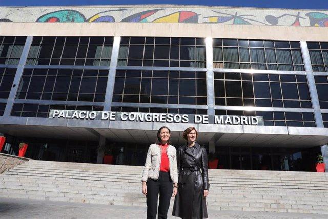La ministra de Industria, Comercio y Turismo, Reyes Maroto (i) y la secretaria de Estado de Turismo, Bel Oliver (d) en el Palacio de Congresos y Exposiciones, en Madrid (España).