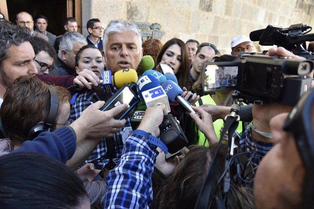 El dirigente de La Uníon, Luis Cortés, en rueda de prensa en Mérida