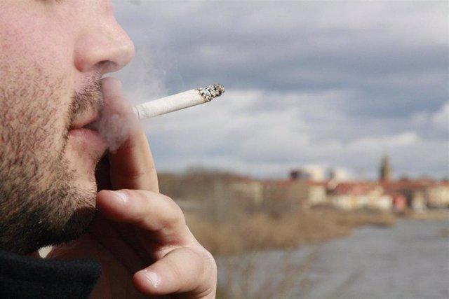 El tabaquismo es una de las principales causas del cáncer de pulmón.